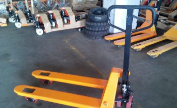 Hydraulic-Hand-Pallet-Truck-With-Capacity-Of-2500kg